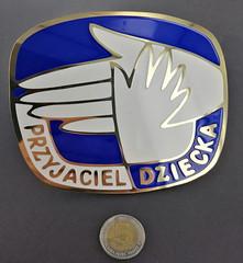 emblemat z emalią