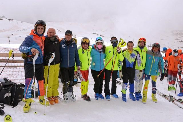 Nacho con alguno de los esquiadores del VEM