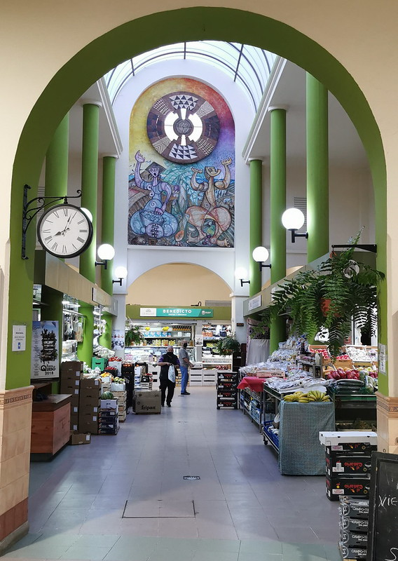 Entrada interior La Revoca o Mercado Municipal de Gáldar Gran Canaria Islas Canarias 01