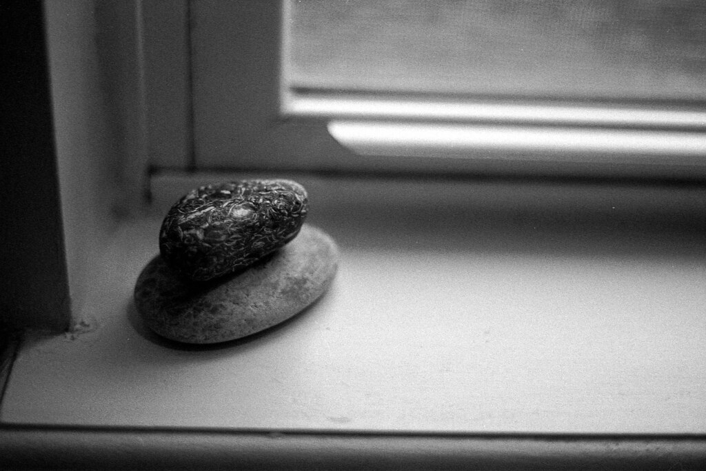 Sears KSX-P - Stones on the sill