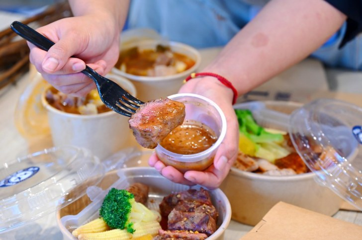 51220932137 906dc4ffbd b - 熱血採訪 台中人氣瀧厚牛排,外帶餐盒免費升級雙主餐,附贈滿碗牛肉塊的羅宋湯、牛肝菌燉飯