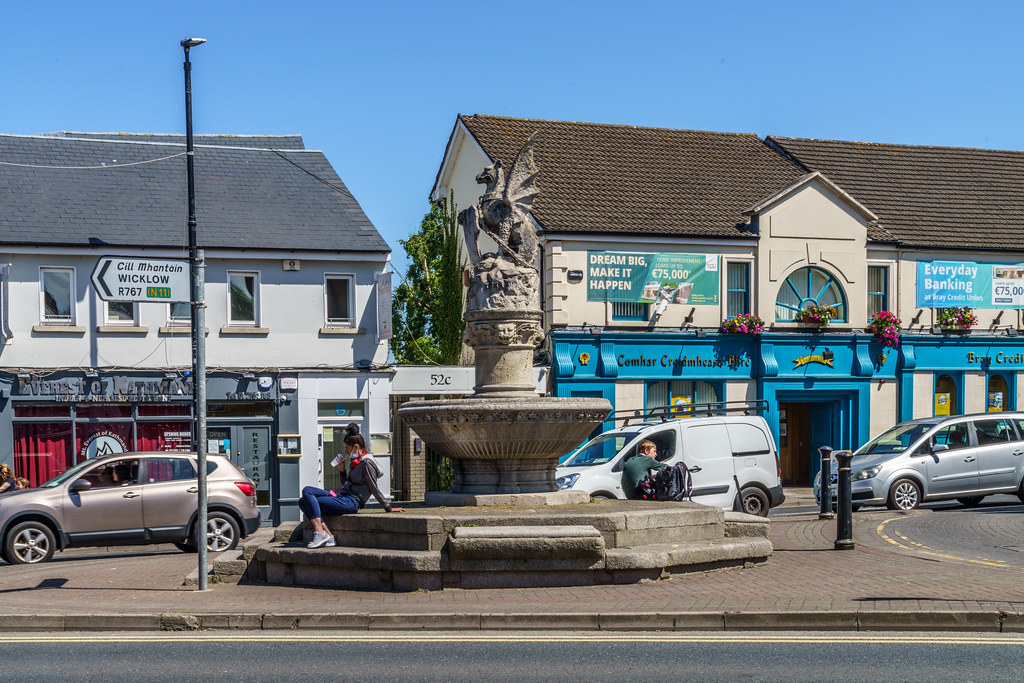 THE WYVERN IN FRONT OF McDONALDS IN BRAY [BRABAZON MONUMENT]-193333