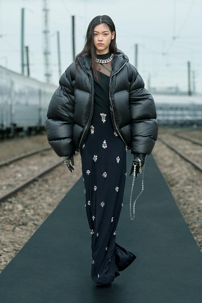 17-Givenchy-Resort-2022-runway