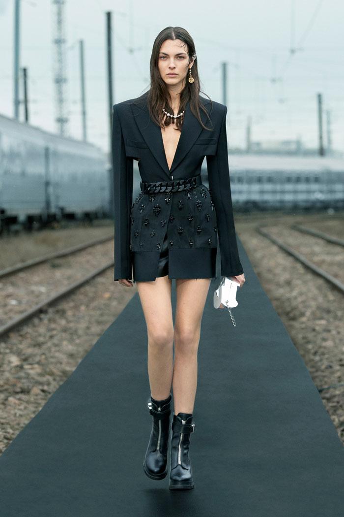 15-Givenchy-Resort-2022-runway