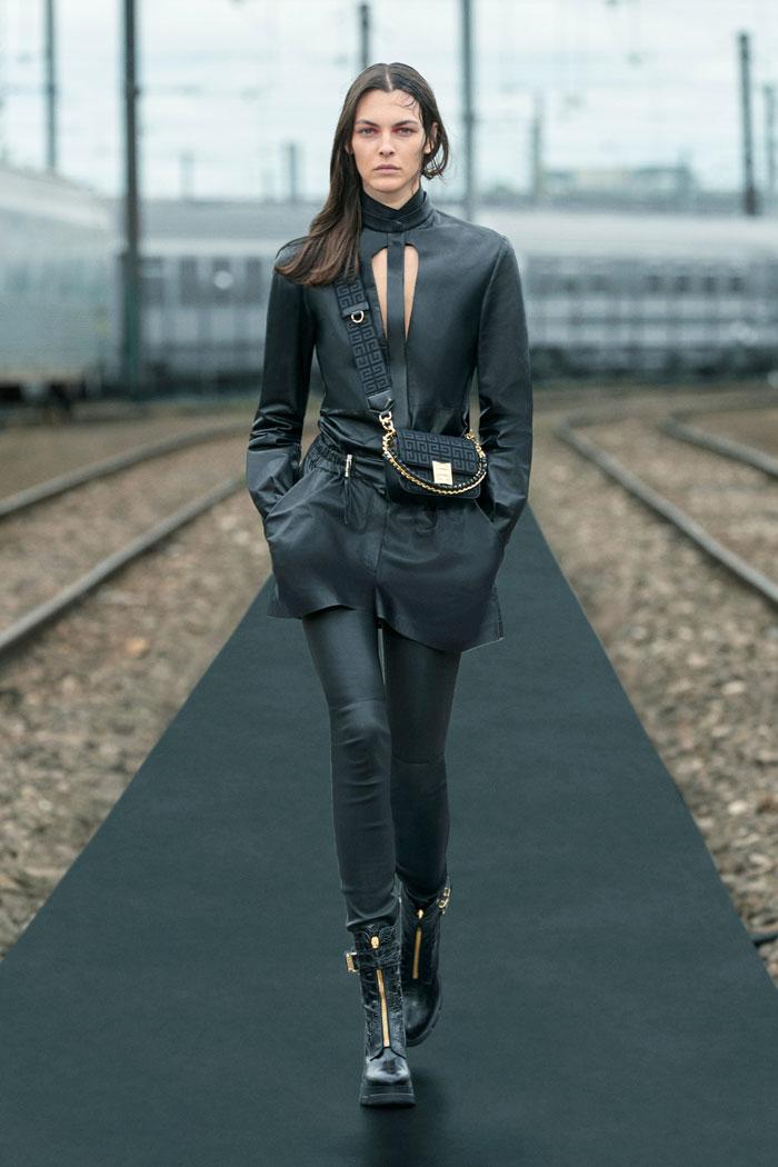 5-Givenchy-Resort-2022-runway