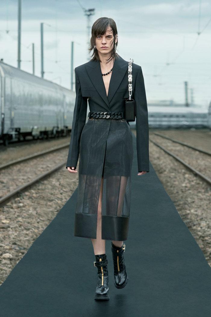 16-Givenchy-Resort-2022-runway