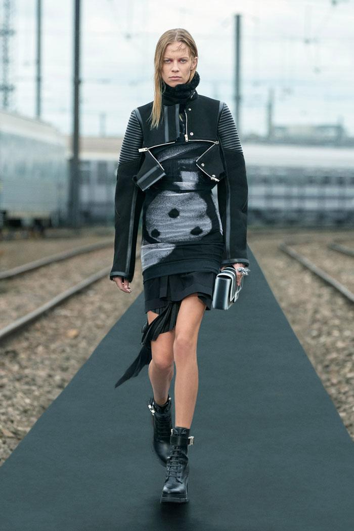 1-Givenchy-Resort-2022-runway
