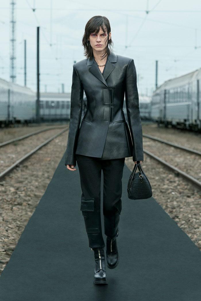14-Givenchy-Resort-2022-runway