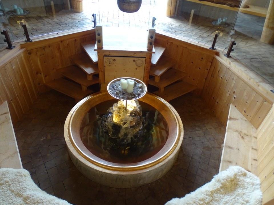 interior Capilla Ort der Stille Romantikhotel Boglerhof Alpbach Austria 02