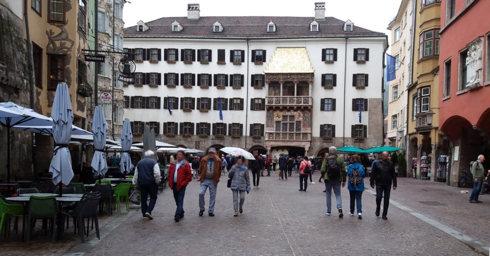 Tejado Dorado Goldenes Dachl edificio historico calle Herzog Friedrich Strasse Innsbruck Austria 01