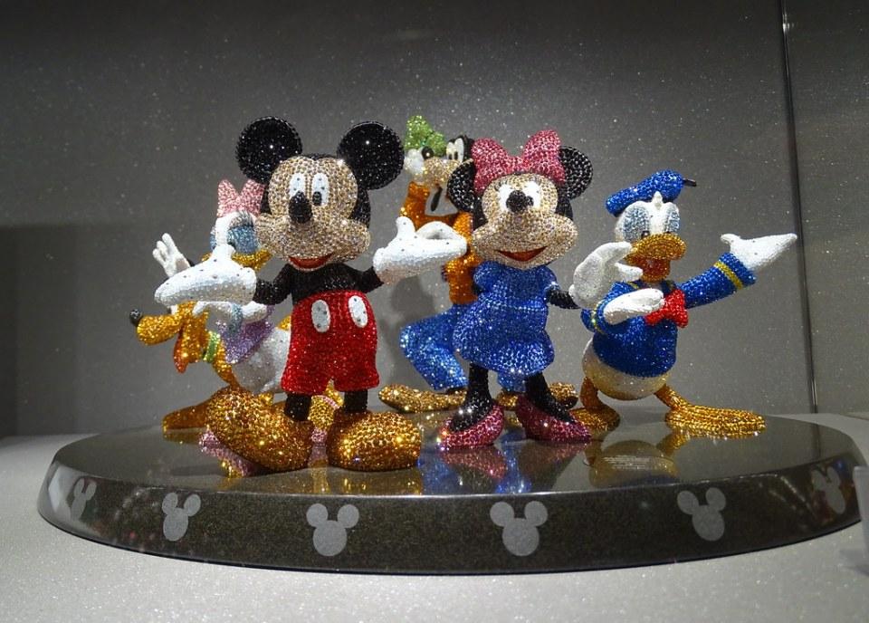 figuras de personajes de Disney de cristal Swarovski Store Tienda Innsbruck Austria 03