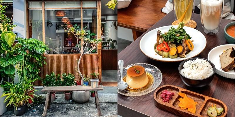 溪木   台中西區精誠商圈裡的創意料理餐廳,綠意結合木質調裝潢清新又舒適。