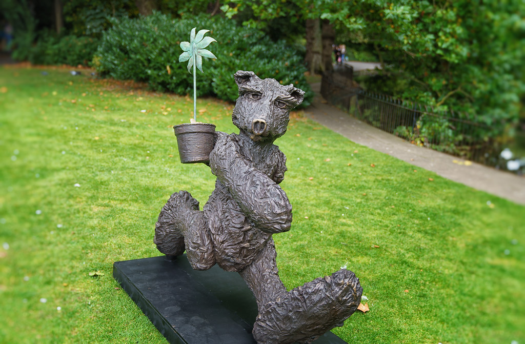 THE GARDENER [ANOTHER ONE OF MY FAVOURITE BRONZE BEARS]-198330