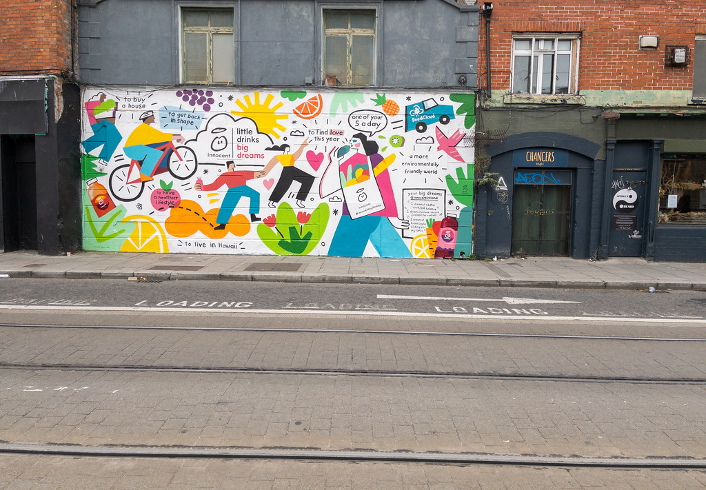 A NEW MURAL - THIS TIME COMMERCIAL [CHANCERY STREET NEAR THE NEW HILTON HOTEL]-198343