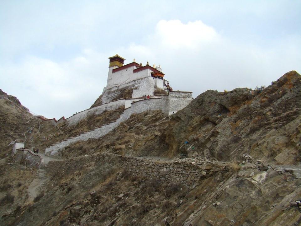 vista exterior antiguo palacio castillo Yungbulakang, distrito Nêdong, Shannan, Tíbet, China 04