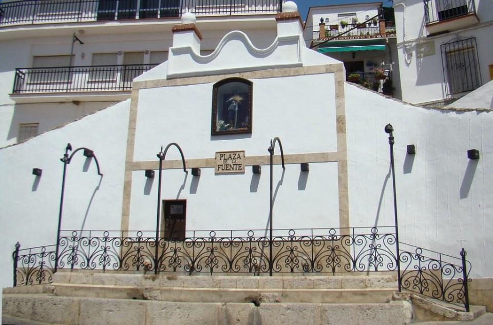Periana Plaza de la Fuente Pueblo de la Axarquia Malaga 09