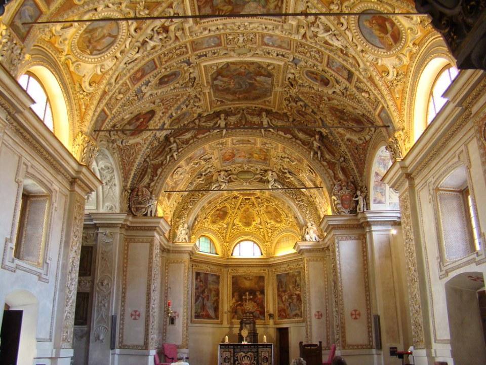 altar mayor y pintura bóveda techo nave central interior Iglesia Santa Maria de la Asunción Locarno Suiza 12