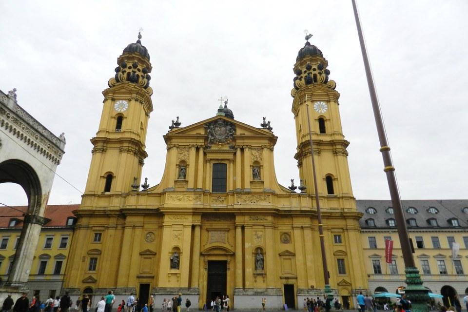 Munich exterior Iglesia de los Teatinos San Cayetano Alemania 01
