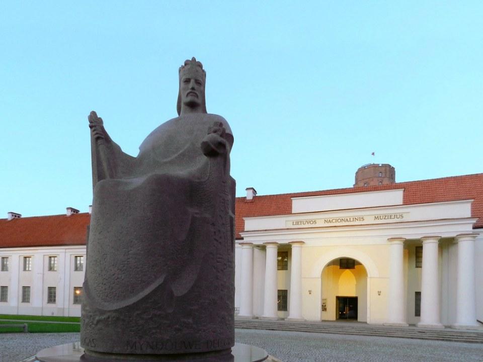 Escultura Estatua de Mindaugas Vilna Lituania 004