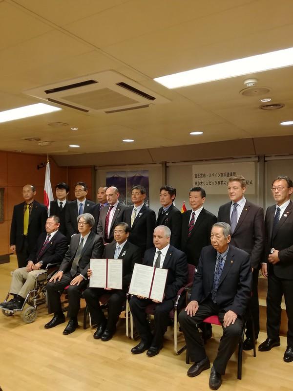 Firma del tratado España (RFEK) y Fujinomiya en la Embajada de Japón (8)