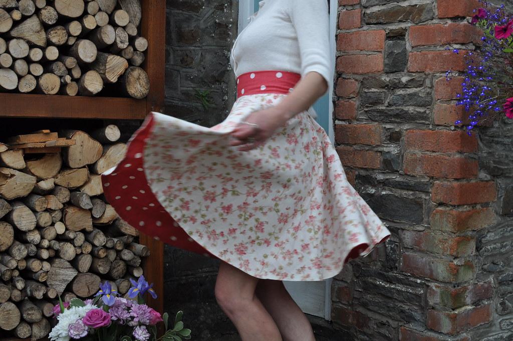 サーキュラー・スカート、サークル・スカートの写真例です。