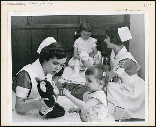 Two student nurses amusing young patients at the Children's Hospital school of nursing in Winnipeg / Deux infirmières étudiantes amusant de jeunes patients à l'école d'infirmières du Children's Hospital à Winnipeg