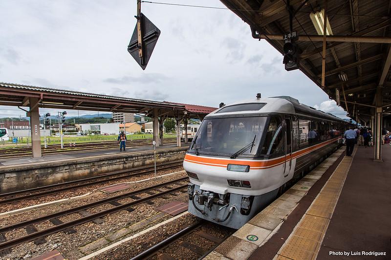 Wide View Hida en la estación de Takayama