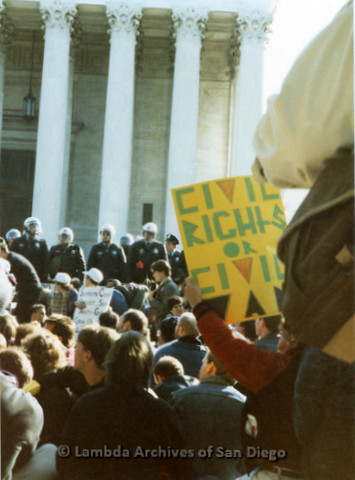 P019.246m.r.t Second March on Washington 1987: Crowd of protesters outside the U.S. Supreme Court, police on steps
