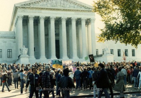 P019.219m.r.t Second March on Washington 1987: Crowd gathered outside U.S. Supreme Court