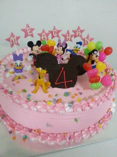 2kg strawberry fresh cream cake with mickey mouse club house theme