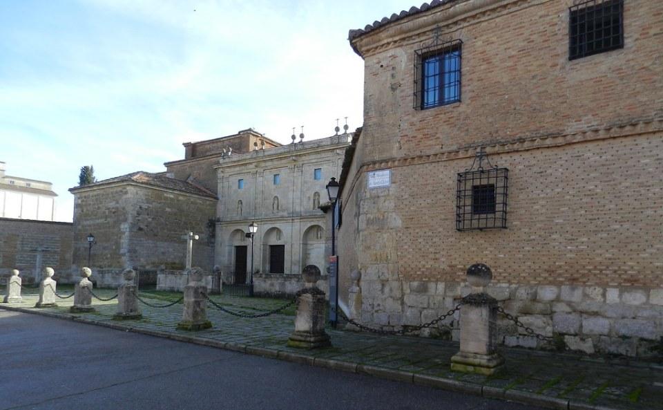iglesia fachada exterior Real Monasterio de Santa Clara Carrión de los Condes Palencia 02