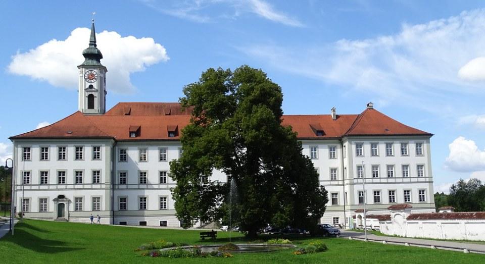 exterior Iglesia San Dionisio abadía Monasterio de Schäftlarn Baviera Alemania 01