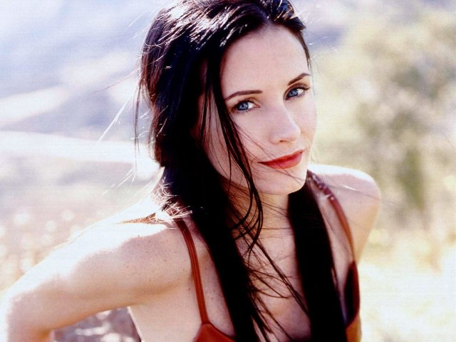 courteney cox hairstyles | courteney cox looks just as cool