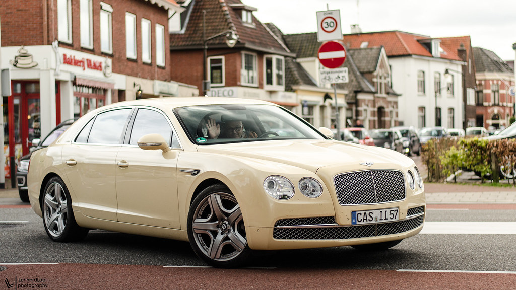Quot German Taxi Yellow Quot Yesterday I Saw This Bentley Flying