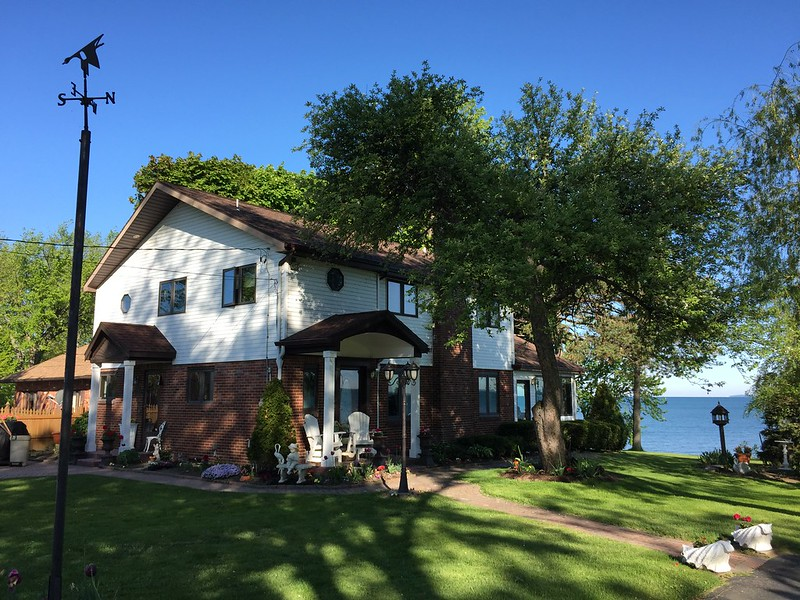 Sharon's Lakehouse (on Lake Erie)