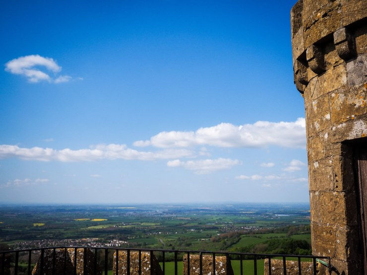 Broadway Tower in Worcestershire is can't miss stop on a journey through the Cotswolds. Stunning views, interesting history and a cute tea shop await you here. #england #greatbritain #cotswolds #unitedkingdom
