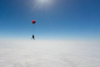 Ook wel een lekker gevoel als de chute open blijkt te gaan, na ons sprong iemand die zijn noodchute moest gebruiken.