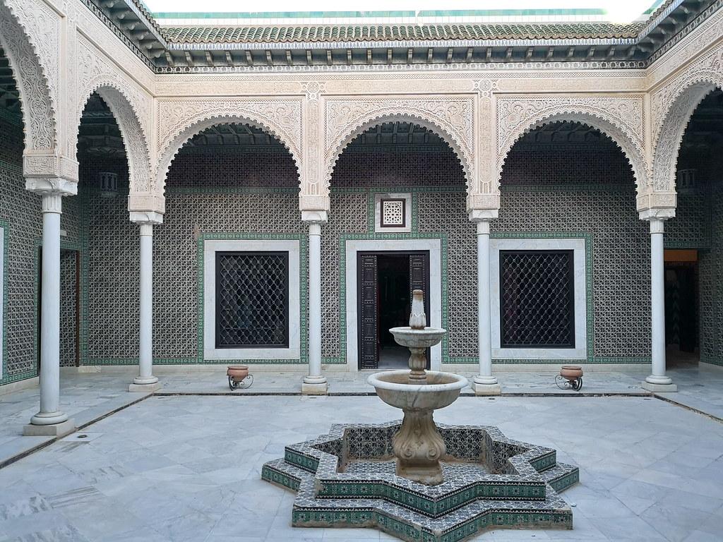Tozeur patio fuente galeria interior Museo Dar Cherait Etnografico Tunez