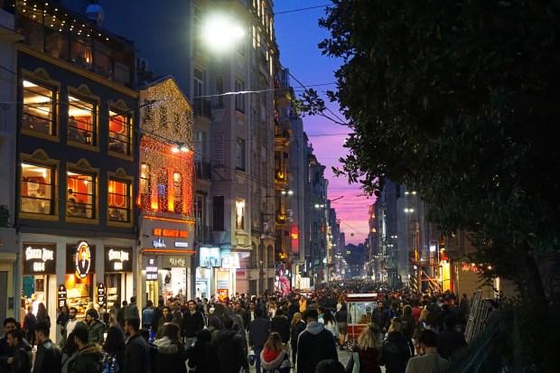 İstiklal Caddesi at dusk, on a Saturday evening