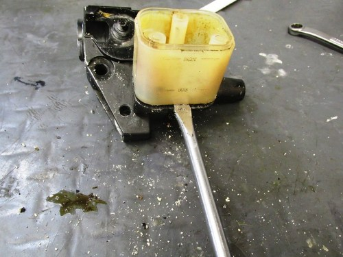 Pry Front Master Cylinder Fluid Reservoir Up