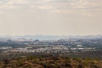 Vanaf het monument heb je in ieder geval een mooi uitzicht over Windhoek.