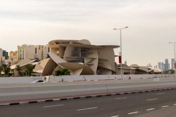 Nog een laatste foto in de stad, het ontwerp van dit museum in aanbouw is gebaseerd op de 'woestijn roos'. Een kristal van gips en bariet dat zich vormt in woestijnen.