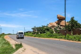 Na Bulawayo reden we naar Harare waar we op zoek gingen naar nog meer Balancing Rocks.