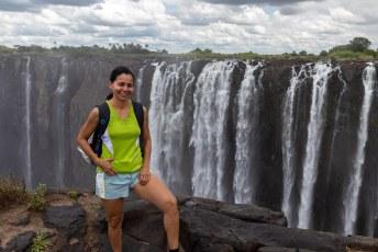 Lucía voor de Rainbow Falls.