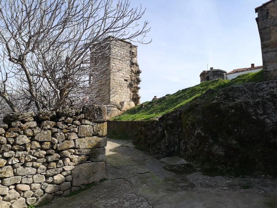 Torre cuadrada del Castillo de Eljas Sierra de Gata Caceres 04