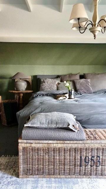 Landelijke slaapkamer groene muur