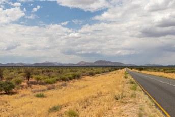 Naarmate we dichterbij Windhoek kwamen werd het links en rechts weer groener. Volgende halte, Botswana!