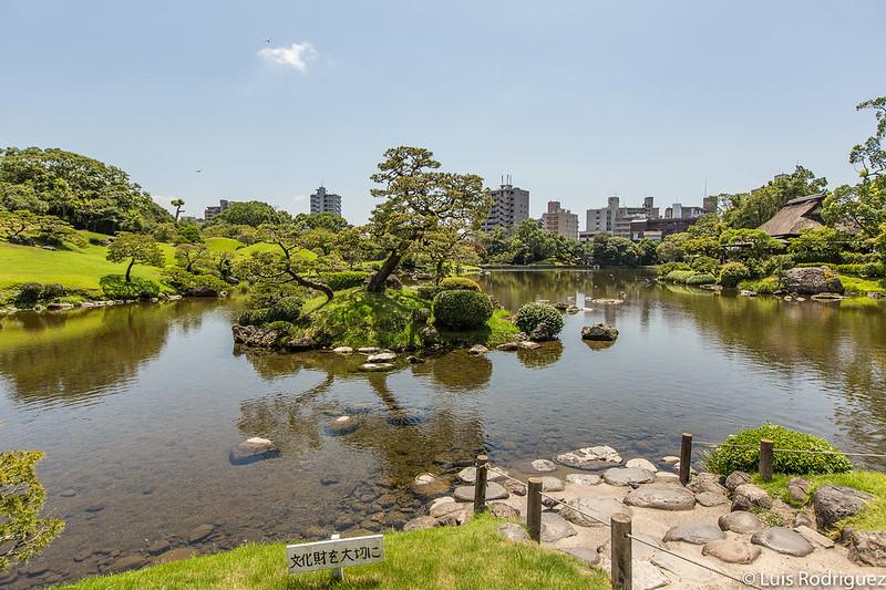 Islote en los jardines Suizen-ji Jōju-en de Kumamoto