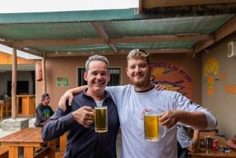 Mijn instructeur maar getrakteerd op een biertje hij had het immers maar mooi tot een goed einde gebracht.