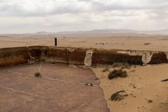 Op de heuvel had men midden in de woestijn zelfs een verwarmd zwembad. Het water moest met paard en water worden aangerukt!